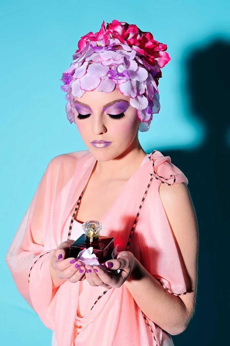 Maquillage violet.