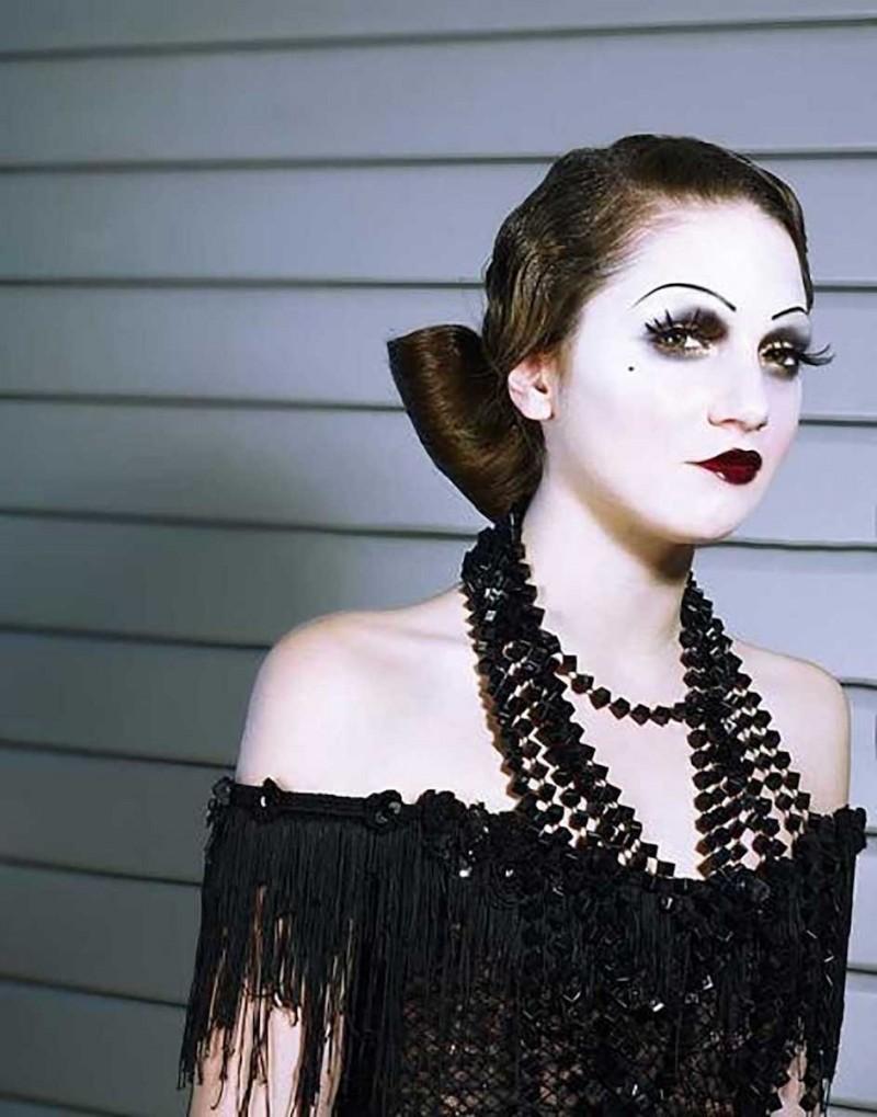 Cabret, lido : maquillage danseuse.