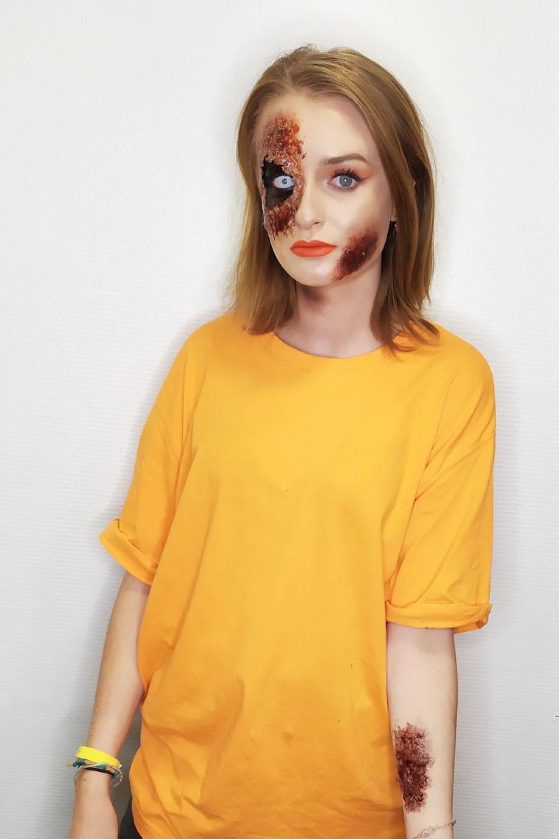 Maquillage visage et bras effets spéciaux faux sang, blessures.